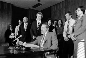 Hammond bill signing